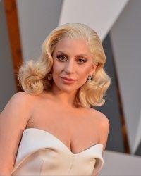 A Star Is Born : Lady Gaga dirigée par Bradley Cooper ?