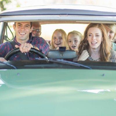 Trois idées pour occuper les enfants dans le calme en voiture
