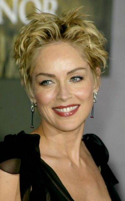 Sharon stone toujours plus belle sur orange tendances for Coupe de cheveux sharone stone