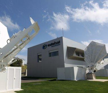 Eutelsat et ViaSat s'allient pour démocratiser le haut débit par satellite