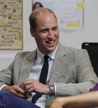 Le prince William réconforte un jeune garçon en deuil