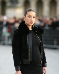 Adèle Exarchopoulos dévoile son baby bump sur tapis rouge