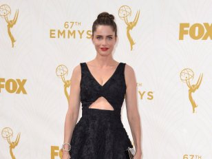 Amanda Peet, sublime lors des Emmy Awards 2015