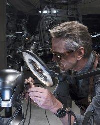 Justice League : Jeremy Irons sera de retour en Alfred