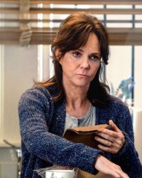 Spider-Man : Sally Field critique son rôle de Tante May
