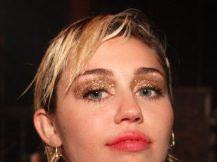 "Miley Cyrus s'en prend à Taylor Swift et à la violence du clip ""Bad Blood"""