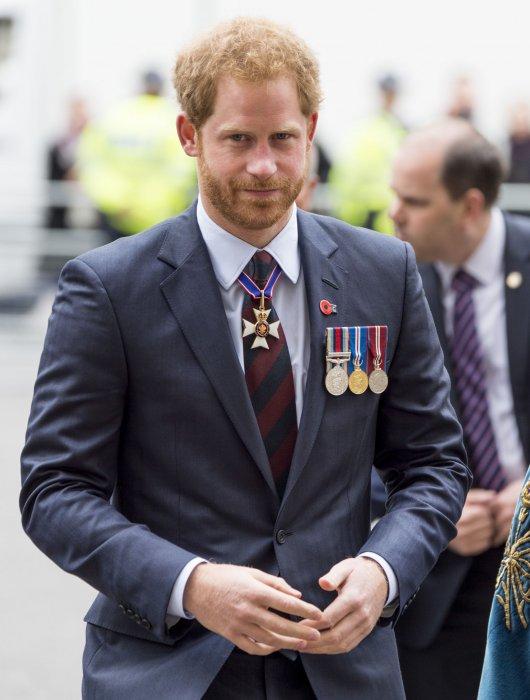 Le prince Harry assiste à la cérémonie de commémoration de la journée Anzac au Cénotaphe de Londres, le 25 avril 2016.