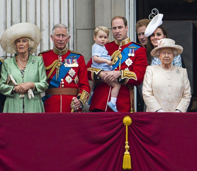 La famille royale apparaît au balcon de Buckingham Palace lors du Trooping the Colour, à Londres, le 13 juin 2015.