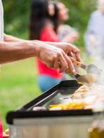 Barbecue vs plancha : comment choisir ?