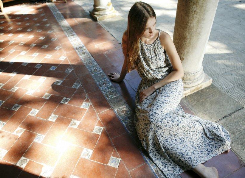 La robe longue fleurie : féminine et aérienne