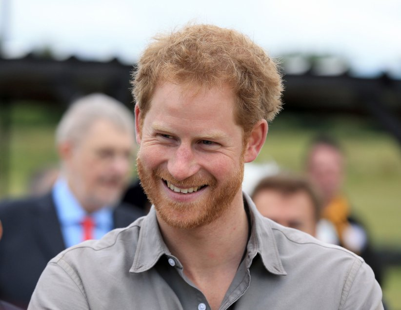 Le prince Harry rencontre les bénéficiaires du Blair Project au circuit Three sisters à Wigan, le 5 juillet 2016.