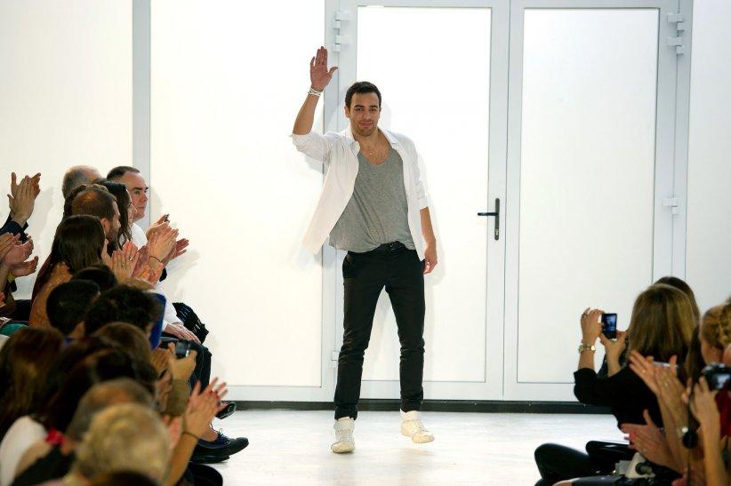 Pedro Lourenço, nouveau directeur artistique de La Perla, lors de la Fashion Week de printemps-été 2012, à Paris.