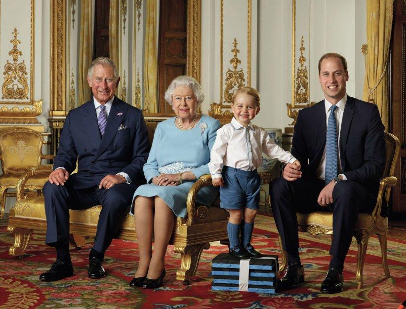 Les princes George, William et Charles prennent la pose au côté d\