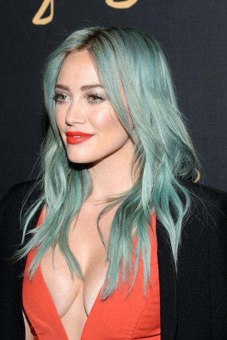 Hilary Duff passe du blond au vert lagon