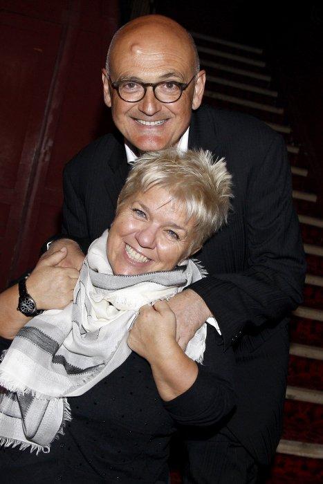 Mimie Mathy et son mari Benoist Gérard posent à Paris, le 7 mars 2015.