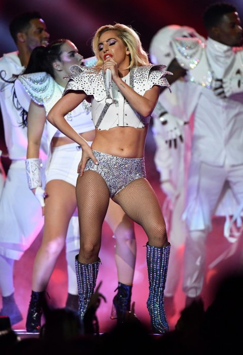 Lady Gaga sur scène lors du Super Bowl au NRG Stadium de Houston, le 5 février 2017.