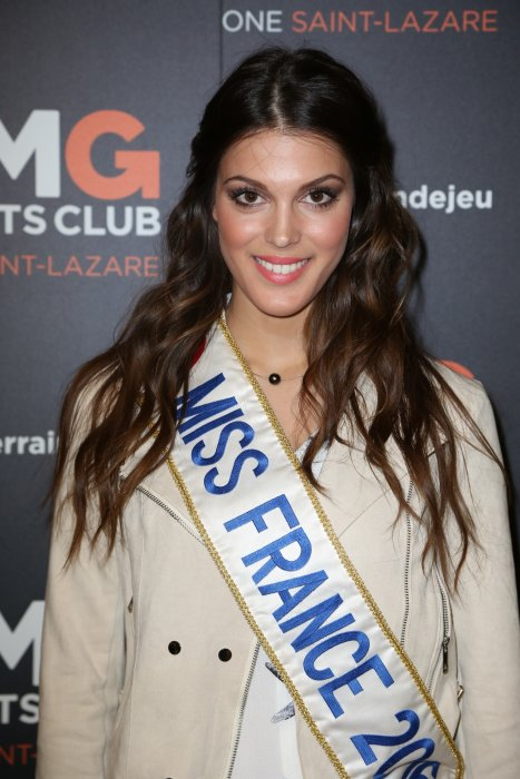 Iris Mittenaere assiste à l'ouverture du One St Lazare By CMG Paris, le 28 avril 2016, à Paris.