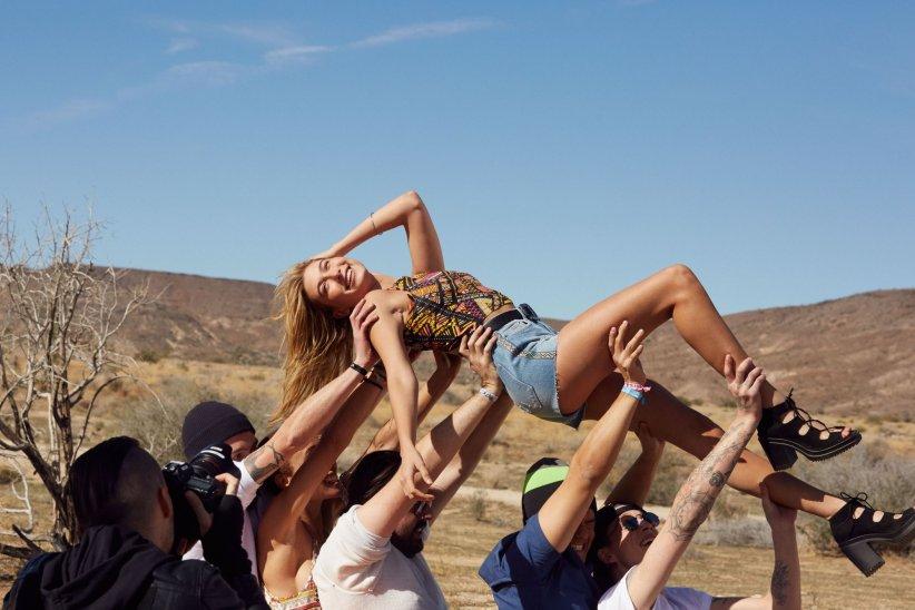 H&M lance une collection en collaboration avec le Festival de musique Coachella.