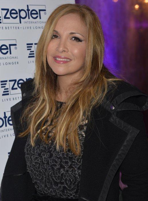 """Hélène Ségara lors de la 39ème édition du prix """"The Best"""" aux salons Hoche à Paris, le 10 décembre 2015."""
