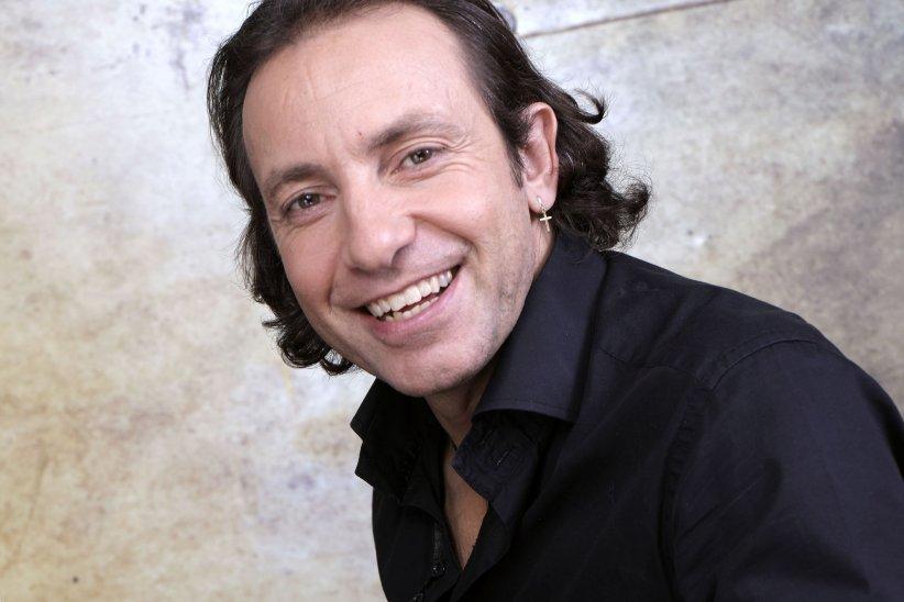 Portrait de Philippe Candeloro par Cédric Perrin à Paris, le 17 décembre 2015.