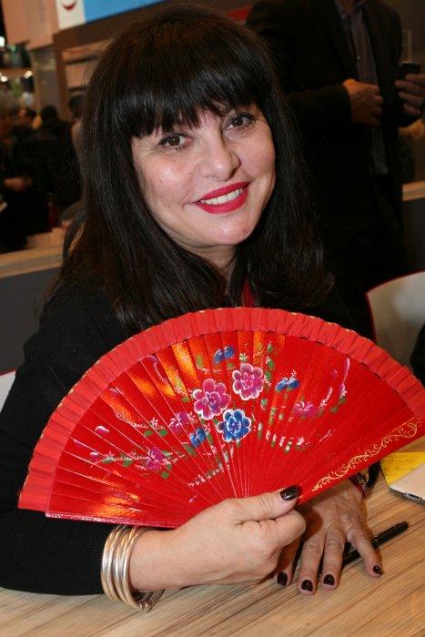 Geneviève Delpech participe à la 33e édition du Salon du Livre à Paris, le 19 mars 2016.
