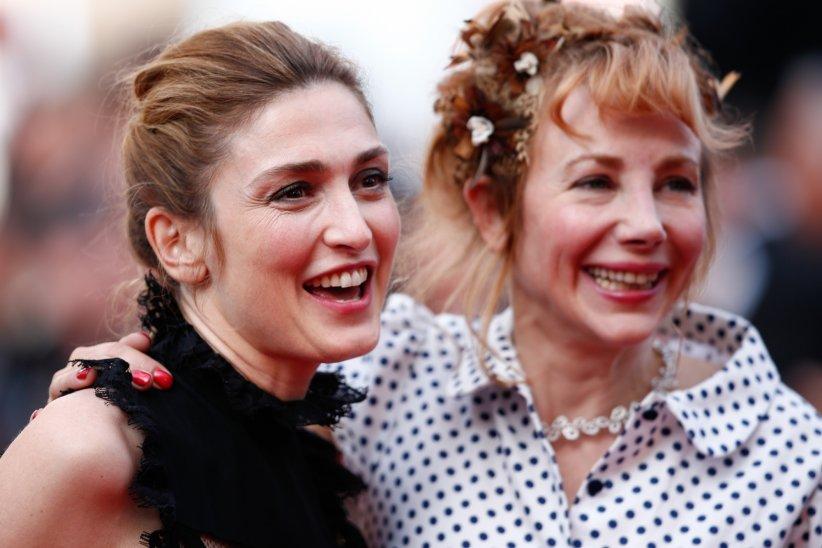 Julie Gayet et Julie Depardieu lors du 69e Festival de Cannes, le 18 mai 2016.