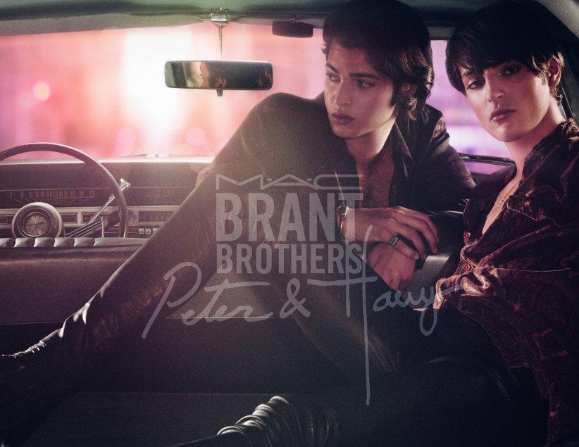 Les frères Brant, fils du  top model Stephanie Seymour, prêtent leurs visages à la nouvelle campagne de MAC Cosmetics.