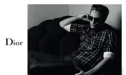 Robert Pattinson pose pour Dior