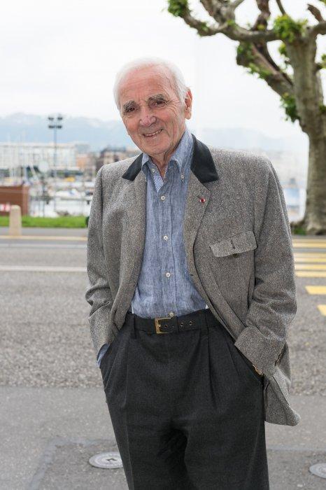 Charles Aznavour fête ses 92 ans en famille à la sortie d\