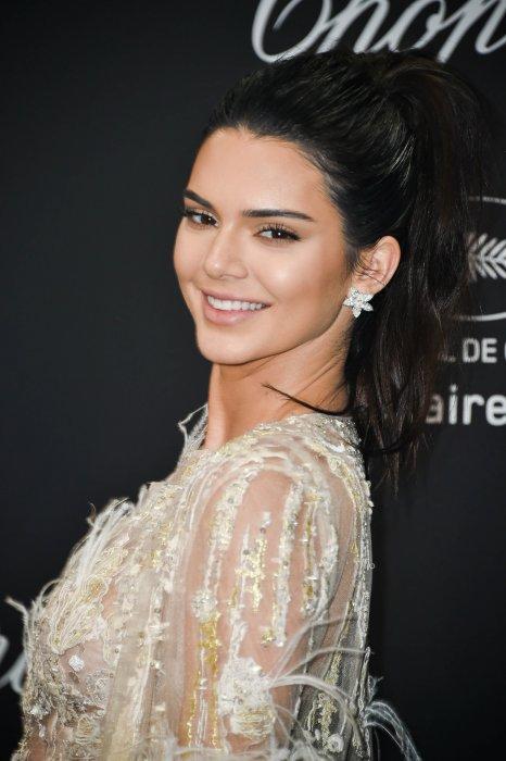 Kendall Jenner sur le photocall de la soirée Chopard lors du 69e Festival de Cannes, le 16 mai 2016.