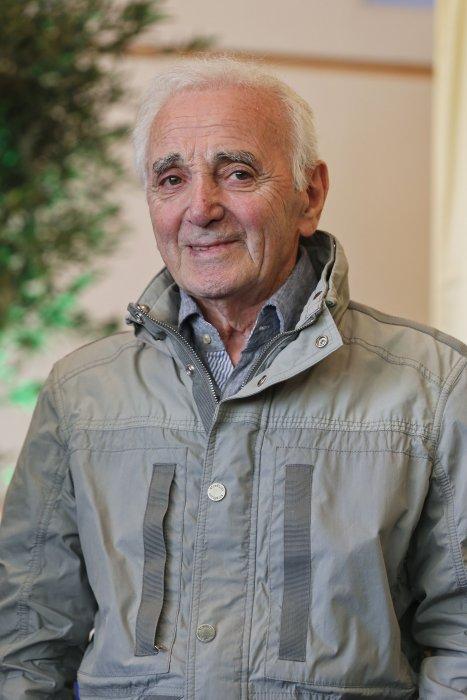 Charles Aznavour remet le Prix 2016 Charles Aznavour à Valérie Toranian pour son livre  L\
