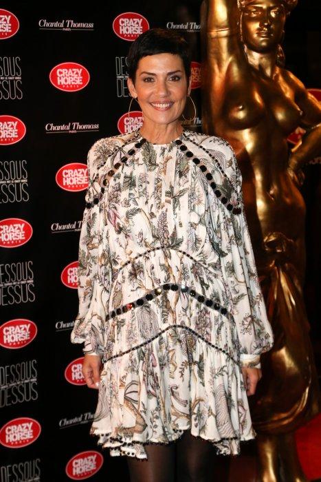"""Cristina Cordula à la première du spectacle Chantal Thomass """"Dessous Dessus"""" au Crazy Horse à Paris, le 6 octobre 2016."""
