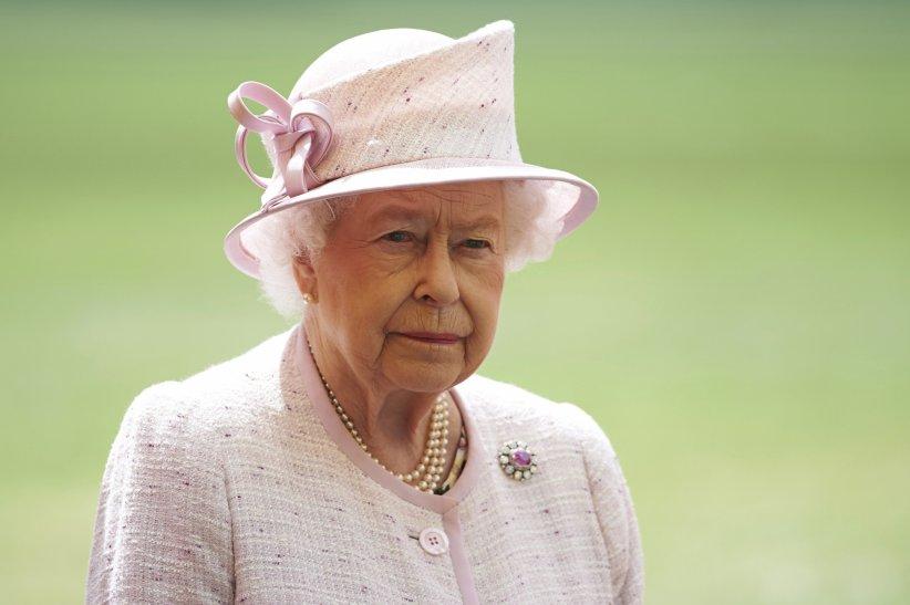 La reine Elizabeth II sur la base royale de Cambridge le 13 juillet 2016.