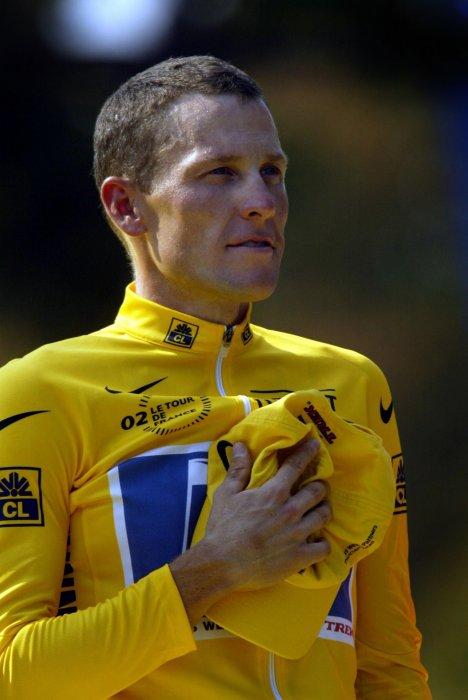 Lance Armstrong, sur les Champs-Elysées à Paris, lors de la dernière étape du Tour de France, le 28 juillet 2002.