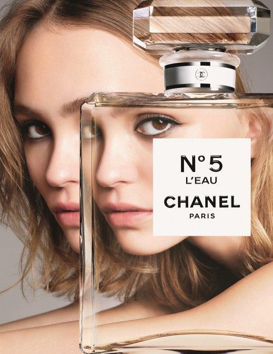 Lily-Rose Depp prend la pose pour Chanel N°5 L\