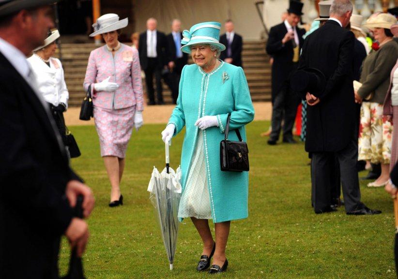 Elizabeth II, en marge de la Garden Party royale organisée à Buckingham Palace à Londres le 07 juillet 2009.