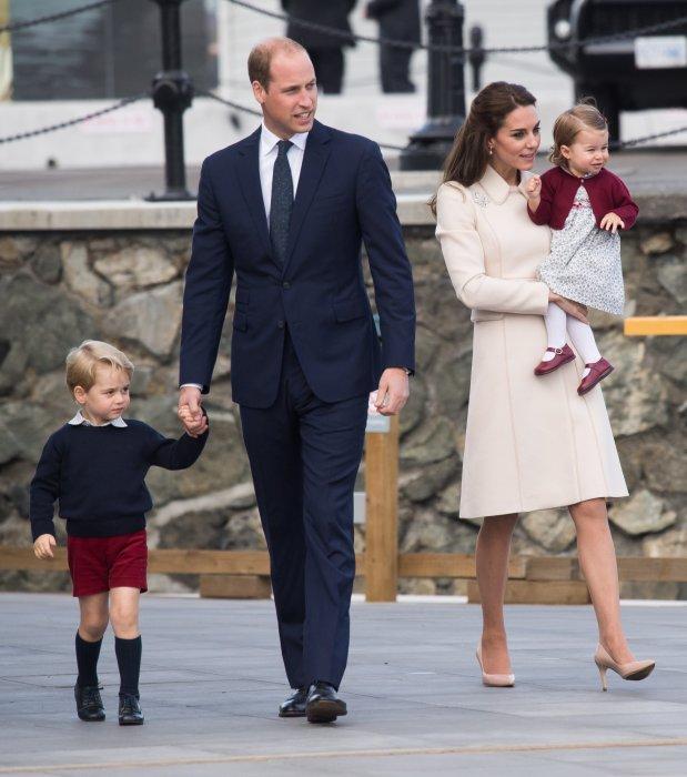 La duchesse de Cambridge, le duc de Cambridge et leurs enfants (George et Charlotte) quittent le Canada, le 1er octobre 2016.