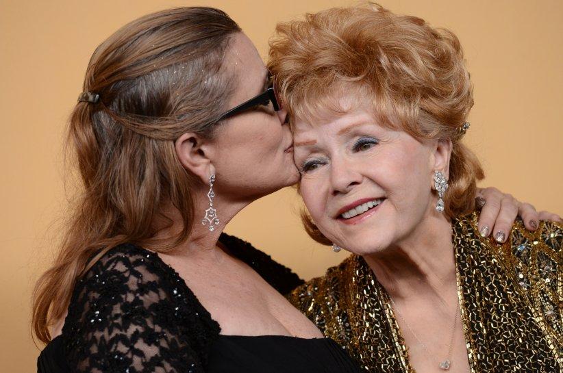 Carrie Fisher et Debbie Reynolds lors de la conférence de presse annuelle de la cérémonie de Screen Actors Guild Awards, à Los Angeles, le 25 janvier 2015.