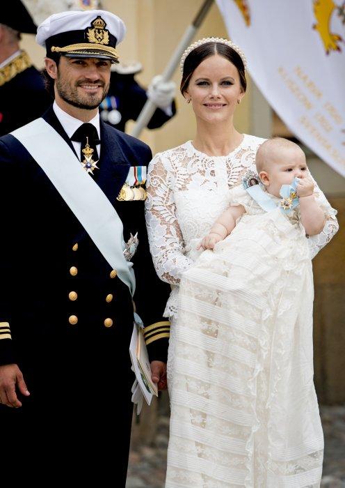 Le prince Carl Philip et la princesse Sofia de Suède lors du baptême de leur fils, le prince Alexander de Suède à Stockholm, le 9 septembre 2016.