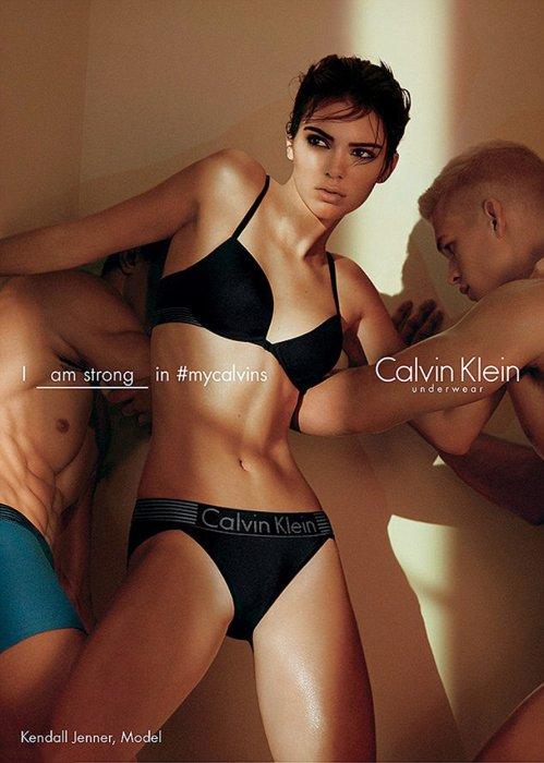 Kendall Jenner pose pour la nouvelle campagne Calvin Klein.