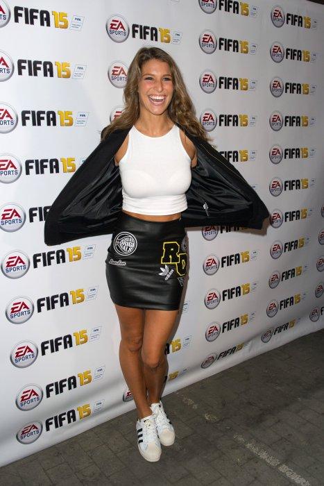 Laury Thilleman assiste au lancement du jeu FIFA 2015 à Paris, le 22 septembre 2014.
