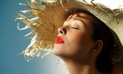 5 astuces pour éviter la peau qui brille par grosse chaleur