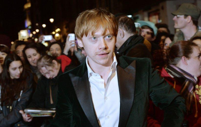 Rupert Grint marche sur le tapis rouge des What\