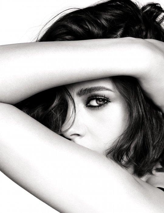 Kristen Stewart incarne la collection de maquillage Eyes 2016 de Chanel.