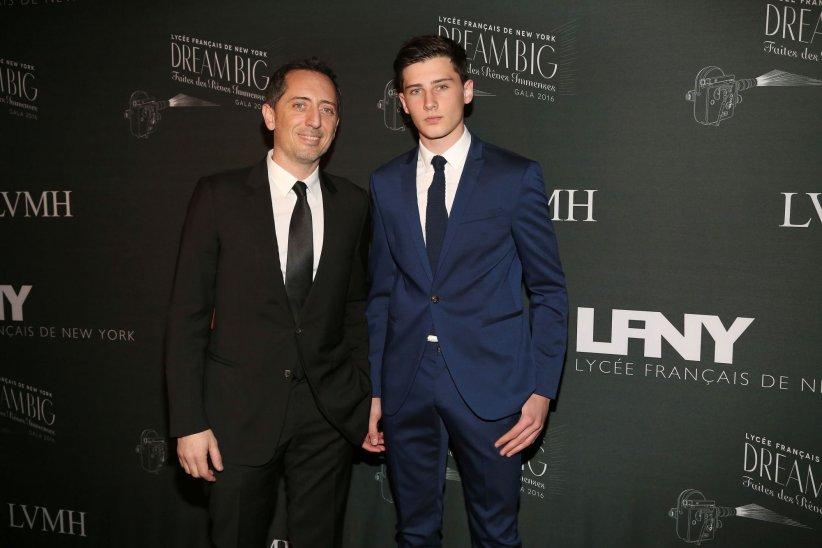 Gad Elmaleh et son fils, Noé Elmaleh, assistent au Gala du Lycée Français de New York 2016, le 06 février 2016.