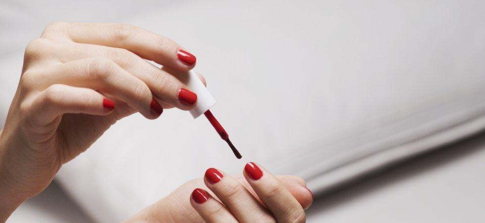 Pourquoi les Brésiliennes font-elles dépasser leur vernis à ongles ?