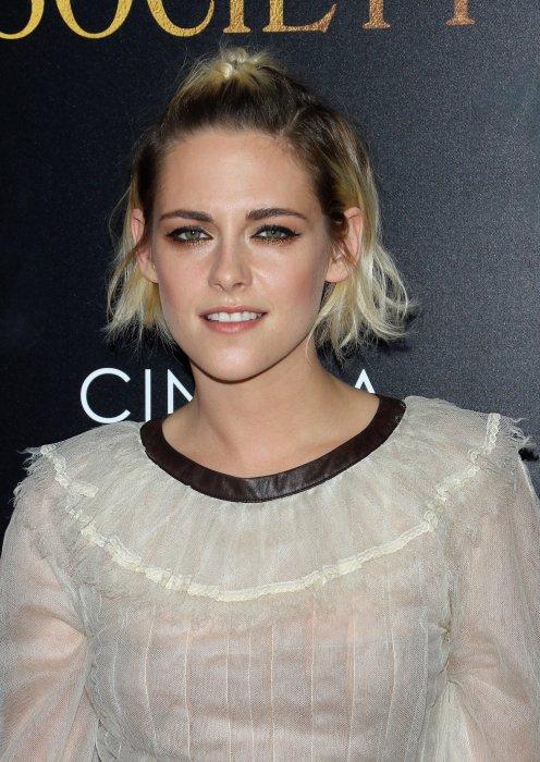 """Kristen Stewart lors de la première de """"Café Society"""" au Paris Theatre à New York, le 13 juillet 2016."""