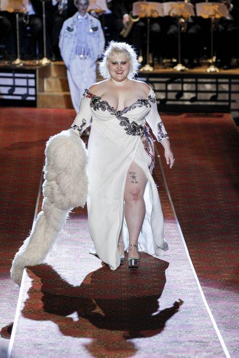 Beth Ditto défile pour Marc Jacobs pendant la Fashion Week printemps-été 2016 de New York, le 17 septembre 2015.