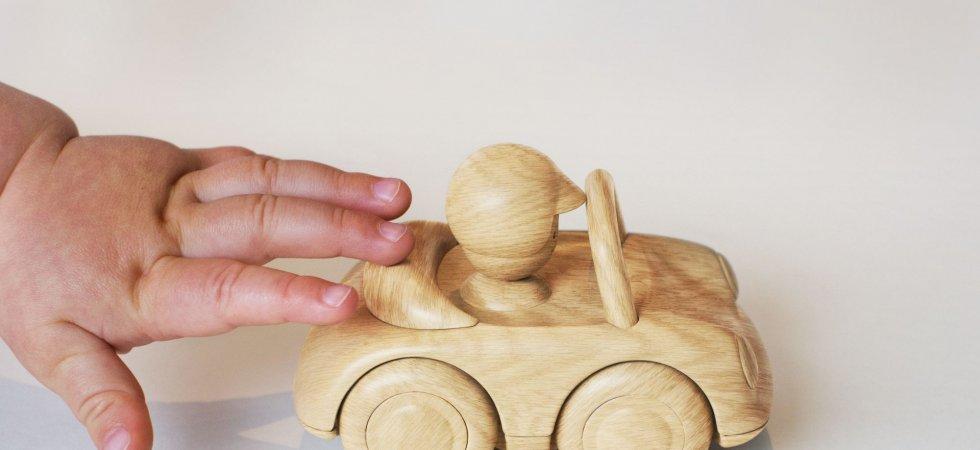 Cadeaux : pourquoi revenir aux jouets traditionnels pour les tout-petits ?