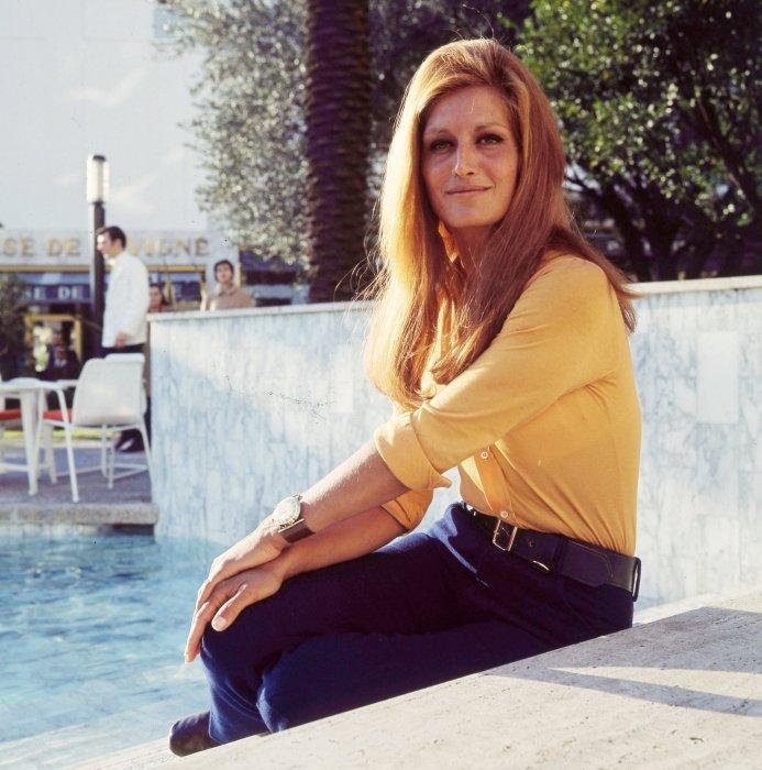 Dalida prend la pose en 1969.